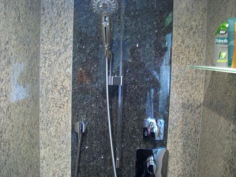 Dusche wandverkleidung granit raum und m beldesign for Dusche wandverkleidung